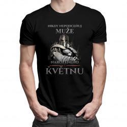Nikdy nepodceňuj muže narozeného v květnu - pánská trička  s potiskem