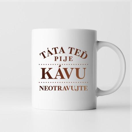 Táta teď pije kávu - neotravujte - hrnek